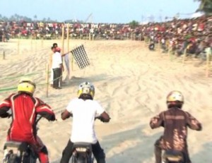 Beach Bike Racing Draws Crowd In Southern India Indtvusa